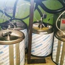 Пять Крионисов на одном охладителе в условиях тесной барной стойки.