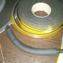 Пример использования термоизоляционной ленты, закрывая участки оголенной меди, чтобы избежать выделения конденсата
